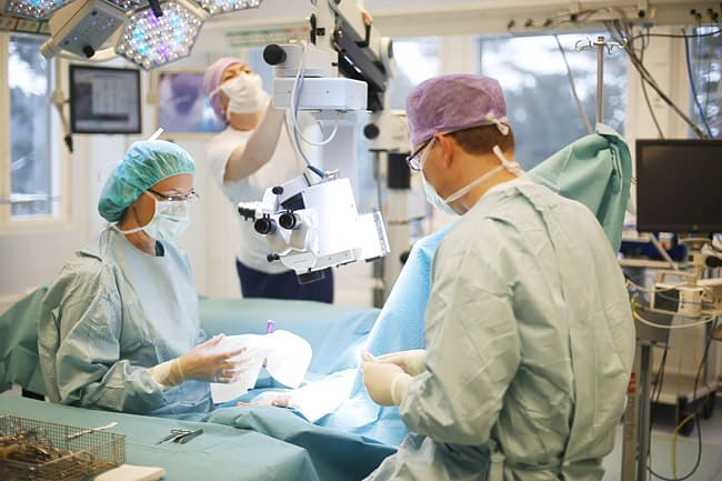 Реконструкции груди - в операционной