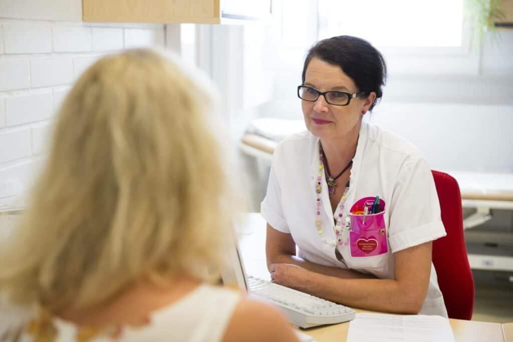 Rintasyövän oireet - potilas vastaanotolla